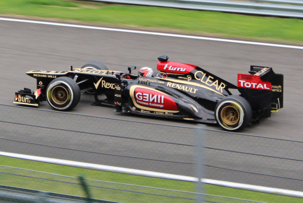 Kimi Raikkonen on the Kemmel Straight